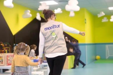 Las monitoras están siempre con los niños. (Foto: cines Lys)