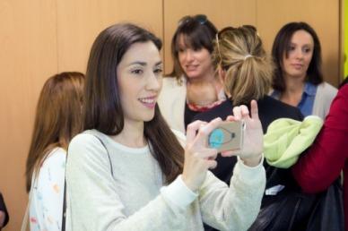 Pillada haciendo la foto a Silvia. (Foto: cines Lys)