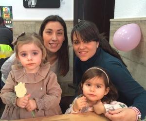 Celebrando en cumpleaños de Silvia con Vicky y Little C.